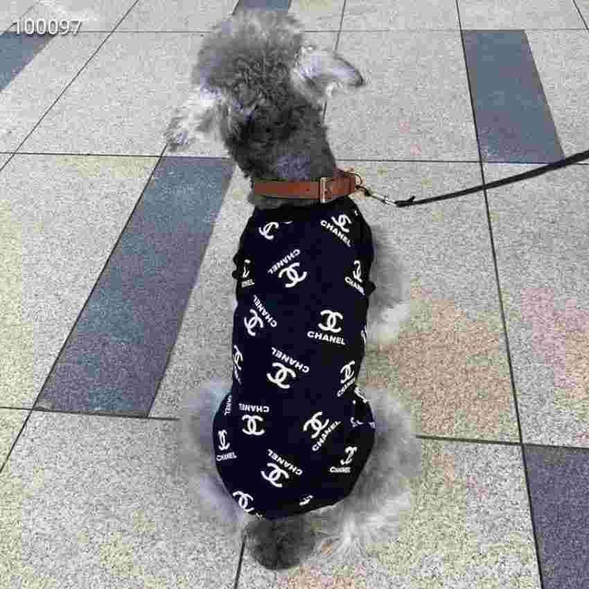 シャネル 犬のチョッキ トレーナー